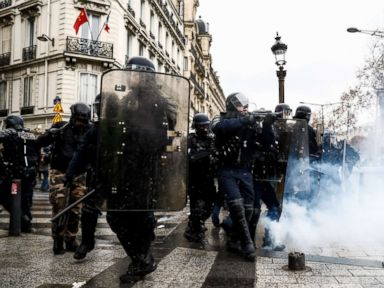Paris protests rage for third weekend despite Macron conceding to original  demands - Paris protesters continue violence in third week of  demonstrations. 3c86ac89c968