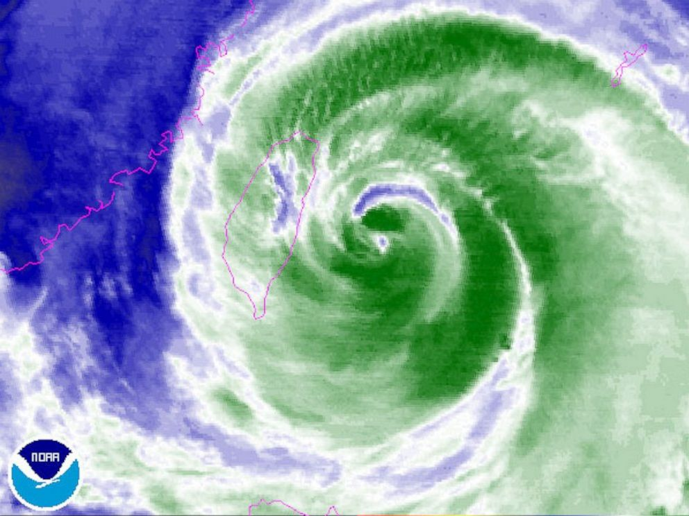 PHOTO: Typhoon Soudelor is seen heading towards Taiwan in this Aug. 7, 2015 weather map.