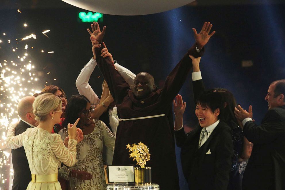 Kenyan science teacher wins $1 mn global award