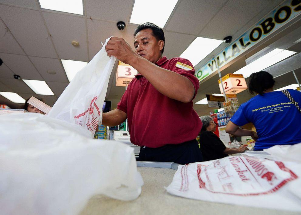 PHOTO: A clerk bags groceries in plastic grocery bags on June 18, 2013 in Los Angeles, Calif.