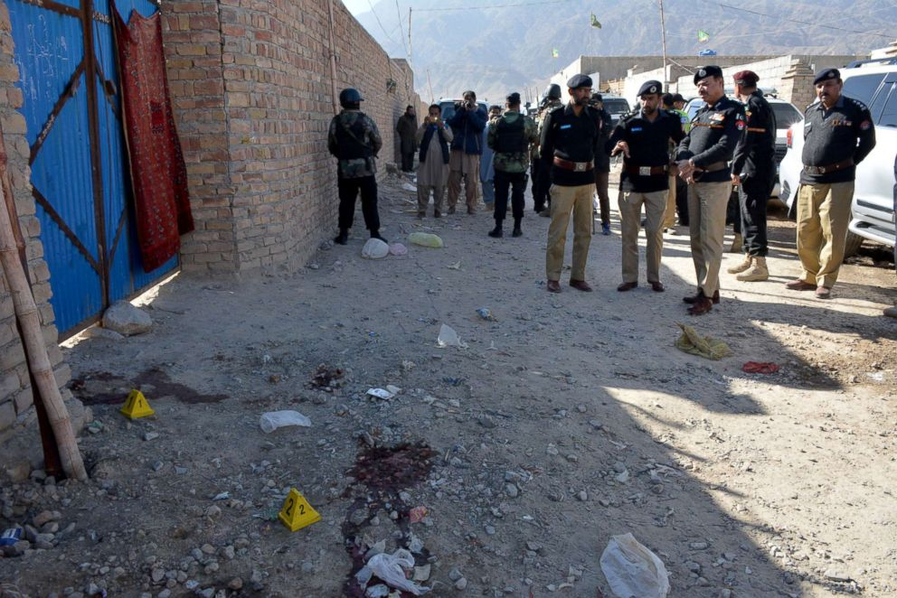 PHOTO: Pakistani police officials gather at the site of an attack by gunmen on a polio vaccination team on the outskirts of Quetta, Jan. 18, 2018.