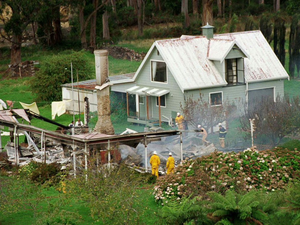 PHOTO: Emergency services personnel search the ruins of the Seascape Guesthouse where gunman Martin Bryant retreated after shooting and killing 35 people during the Port Arthur massacre, April 29, 1996.