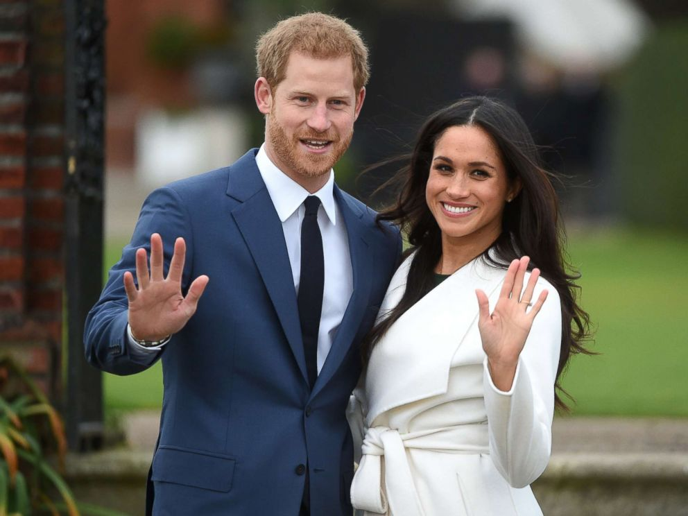 8b2b0cee2253 PHOTO  Britains Prince Harry poses with his fiancee Meghan Markle during a  photocall after announcing