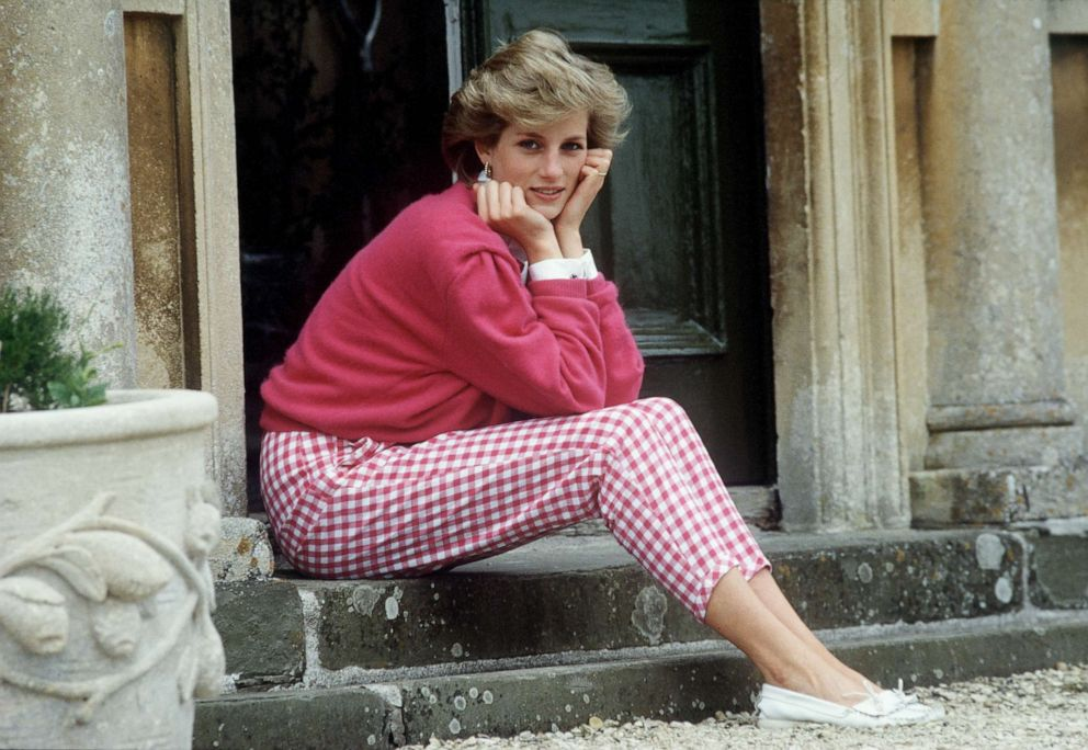 PHOTO: Princess Diana poses for a photo at Highgrove House in Gloucestershire, England, July 18, 1986.