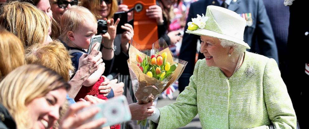 PHOTO: Queen Elizabeth II meets the public on her 90th Birthday Walkabout on April 21, 2016, in Windsor, England.