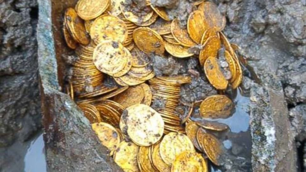 Hundreds of gold coins dating to the 4th or 5th century were found in an archaeological dig in Como, Italy.
