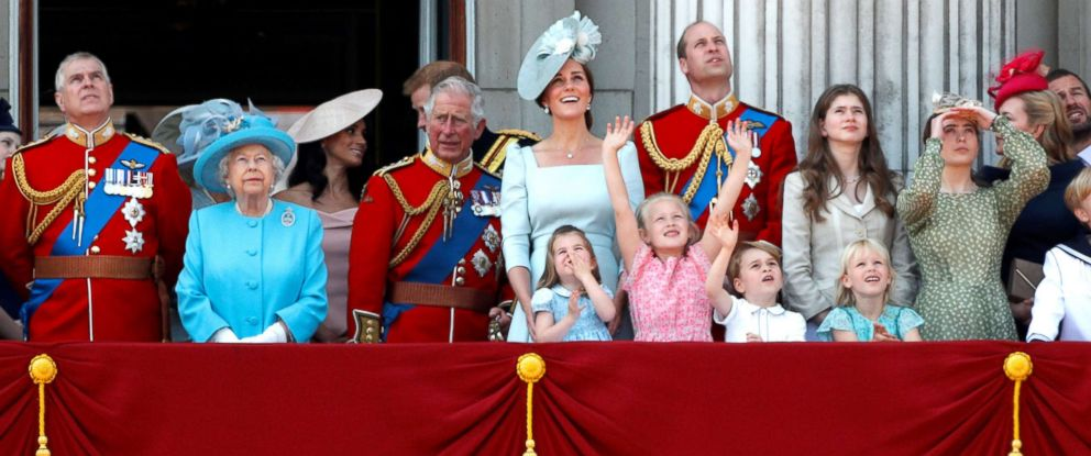 PHOTO: Queen Elizabeth and members of the British royal family, look up at the RAF flypast from the balcony of Buckingham Palace as part of Trooping the Color parade in central London, June 9, 2018.