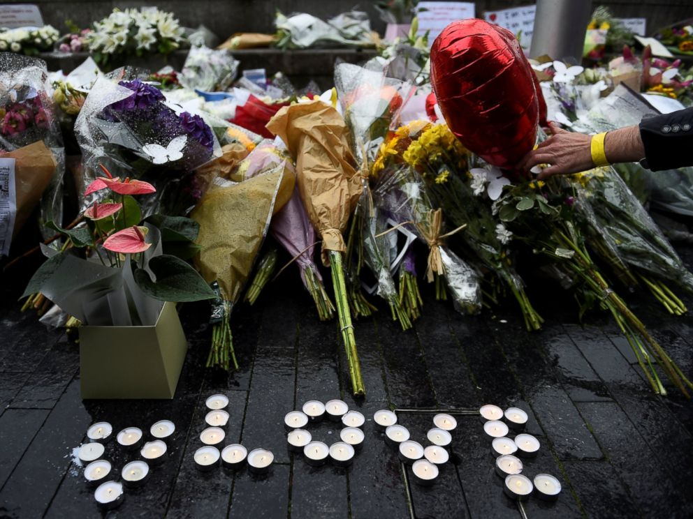 PHOTO: A person lays a floral tribute after a vigil at Potters Field Park, near the scene of the attack at London Bridge, June 5, 2017.