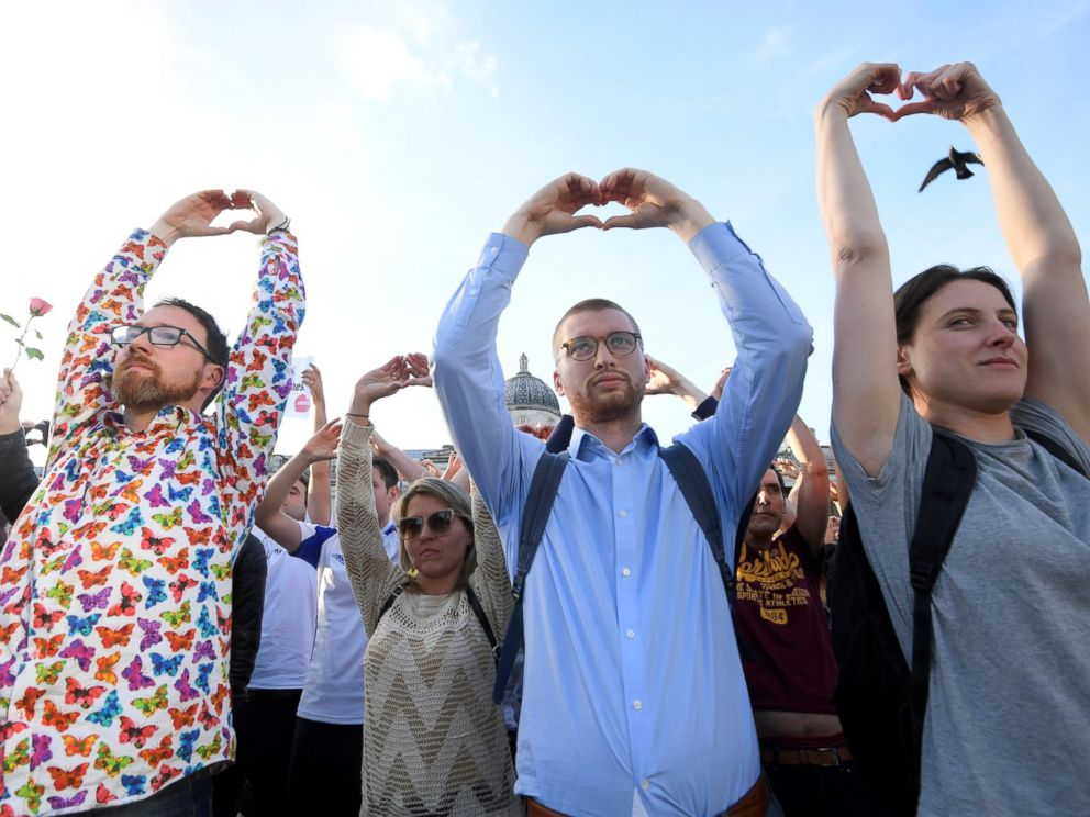 PHOTO: People take part in a vigil for the victims of an attack on concert goers at Manchester Arena, in Trafalgar Square, London, Britain May 23, 2017.