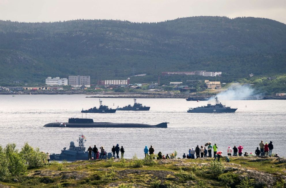 PHOTO: Russian navy ships and a submarine take part in a naval parade at the port of Severomorsk, Russia, July 31, 2016.
