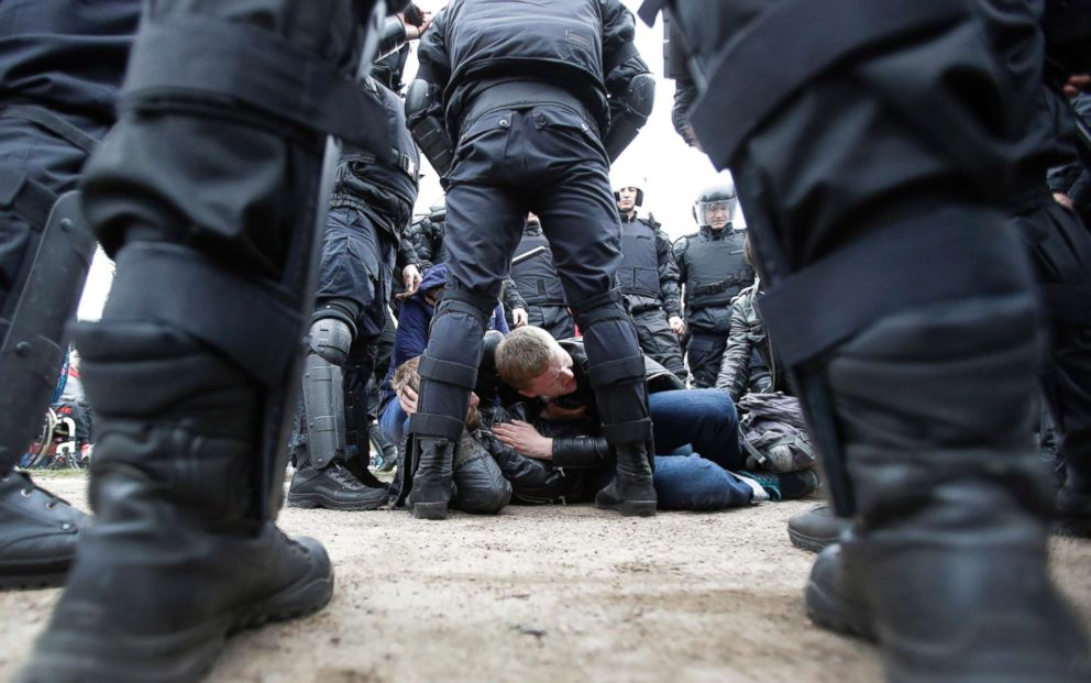 PHOTO: Russian police detain protesters at a demonstration against President Vladimir Putin in St.Petersburg, Russia, May 5, 2018.