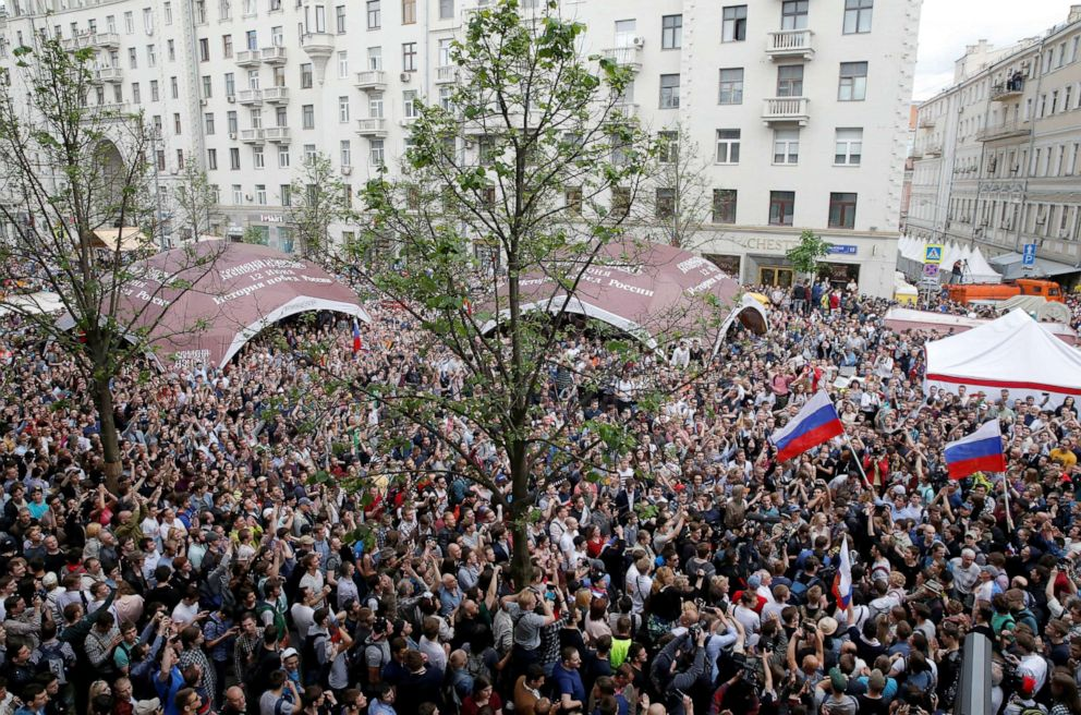 PHOTO: Demonstrators take part in an anti-corruption protest organised by opposition leader Alexei Navalny, on Tverskaya Street in central Moscow, Russia, June 12, 2017.