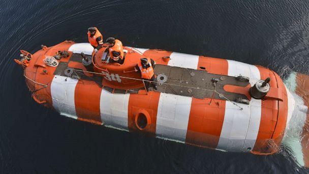 Fire kills 14 on Russian navy submarine