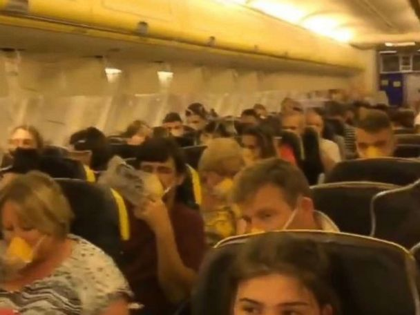 33 passengers hospitalized after Ryanair flight depressurizes