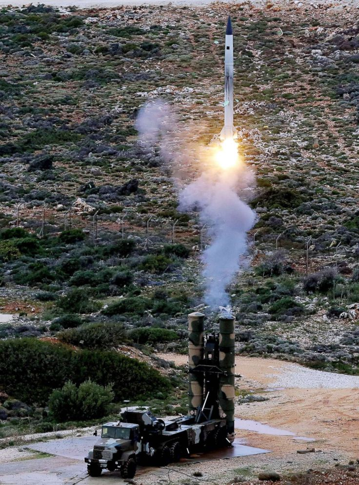 PHOTO: In this file photo taken on Dec. 13, 2013, An S-300 PMU-1 anti-aircraft missile launches during a Greek army military exercise near Chania on the island of Crete.