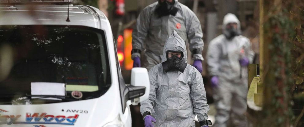 PHOTO: Investigators in protective clothing remove a van from an address in Winterslow, Wiltshire, as part of their investigation into the nerve-agent poisoning of ex-spy Sergei Skripal and his daughter, in England, March 12, 2018.