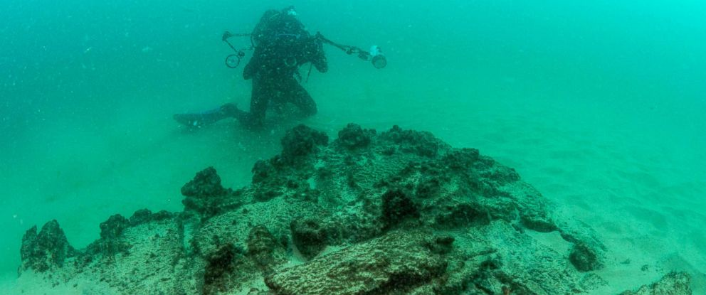 PHOTO: Divers are seen during the discovery of a centuries-old shipwreck in Cascais, Sept. 24, 2018.