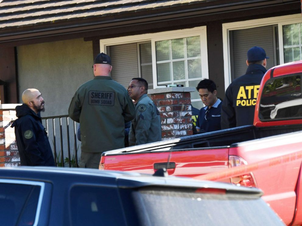 PHOTO: The home of suspected nightclub shooter Ian David Long is searched, Nov. 8 2018, in Thousand Oaks, Calif.