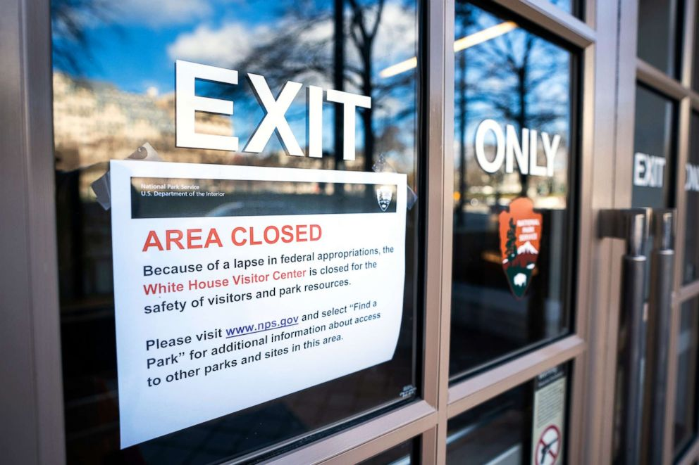 PHOTO: A sign alerts visitors to the closure of the White House Visitor Center on the first day of a partial government shutdown in Washington, D.C., Dec. 22, 2018.