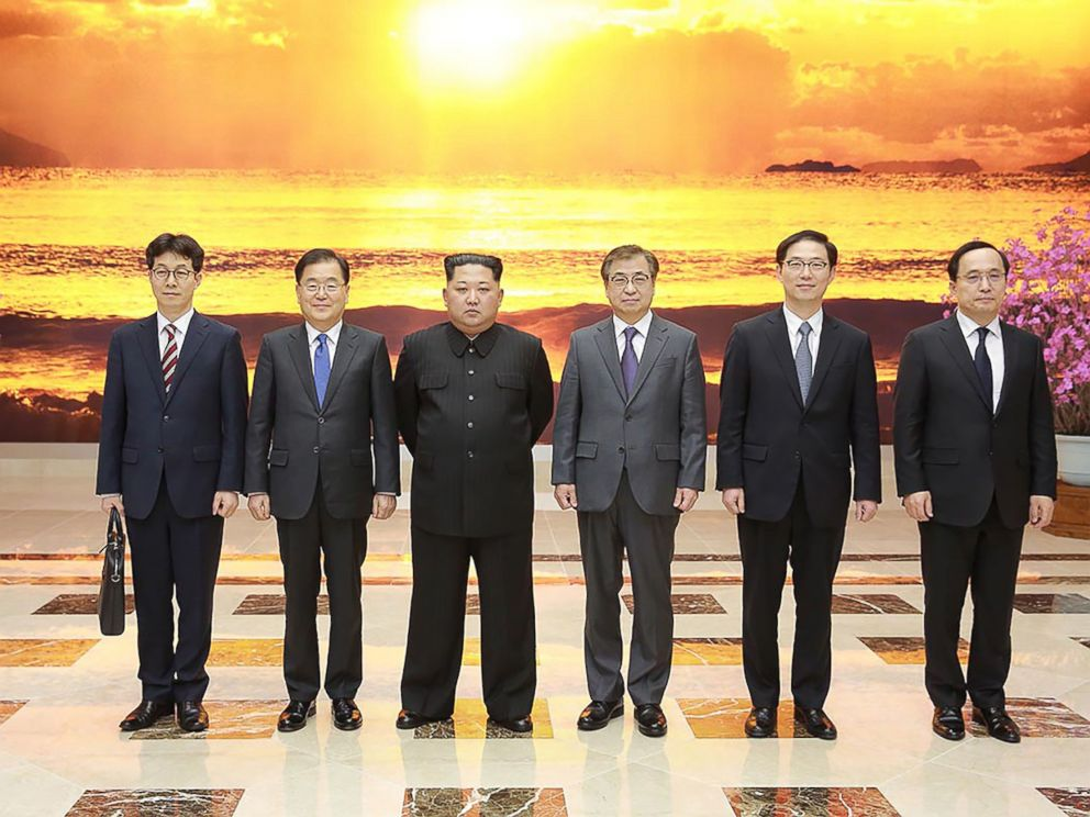 Kim Jong Un poses with South Korean delegation who traveled as envoys of the Souths President Moon Jae-in during their meeting in Pyongyang