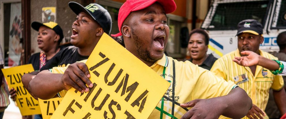 PHOTO: Supporters of the African National Congress Deputy President Cyril Ramaphosa hold placards and chant slogans outside the ANC party headquarters in Johannesburg, Feb. 5, 2018.