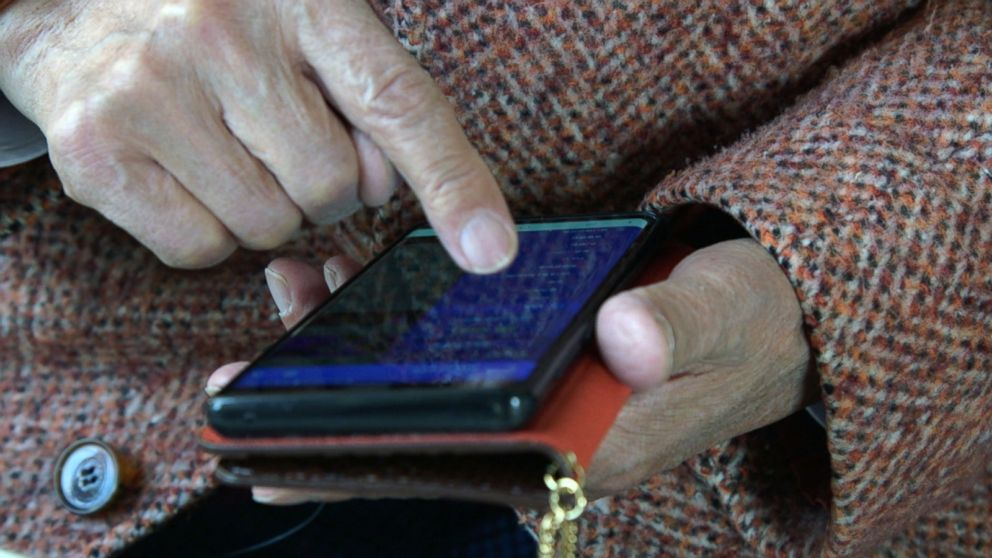 PHOTO: Classes teaching seniors how to use smartphones have become hugely popular in South Korea.