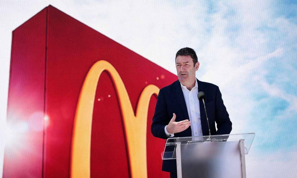 PHOTO: McDonalds CEO Stephen Easterbrook unveils the companys new corporate headquarters during a grand opening ceremony on June 4, 2018, in Chicago.