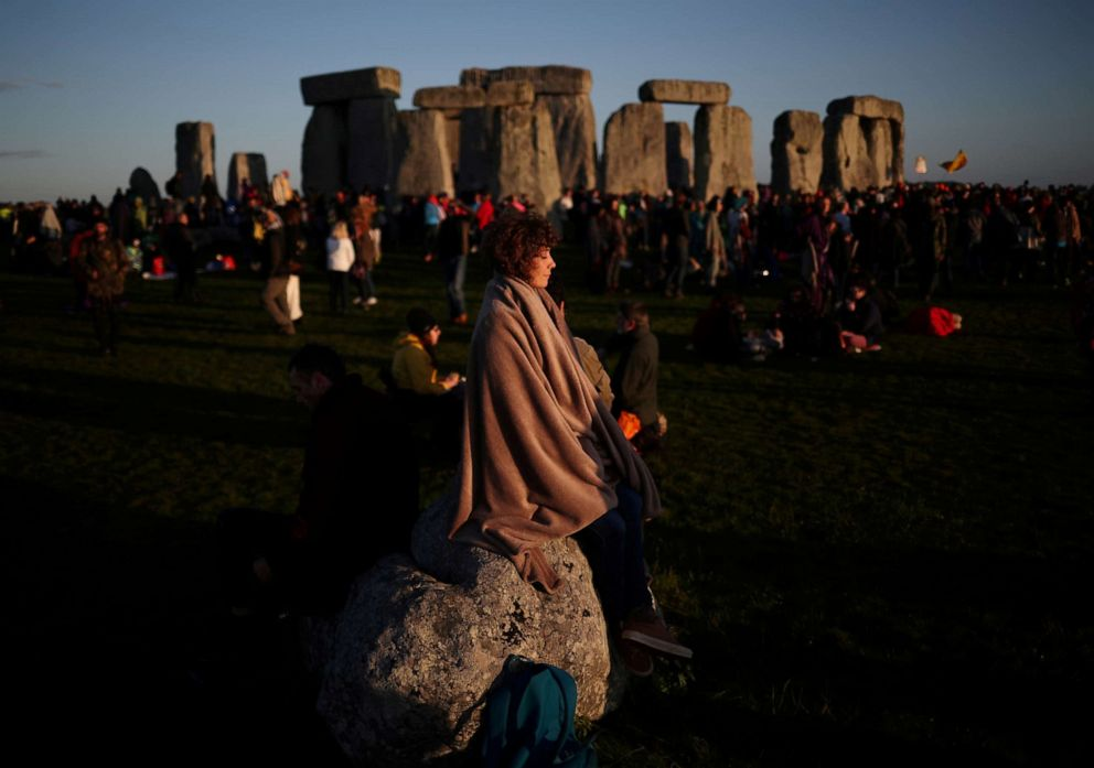 PHOTO: The sun rises as people welcome summer solstice at Stonehenge in Amesbury, England, June 21, 2019.