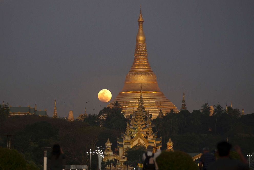 PHOTO: The moon rises behind Myanmar landmark Shwedagon pagoda on Jan.31, 2018, in Yangon, Myanmar.