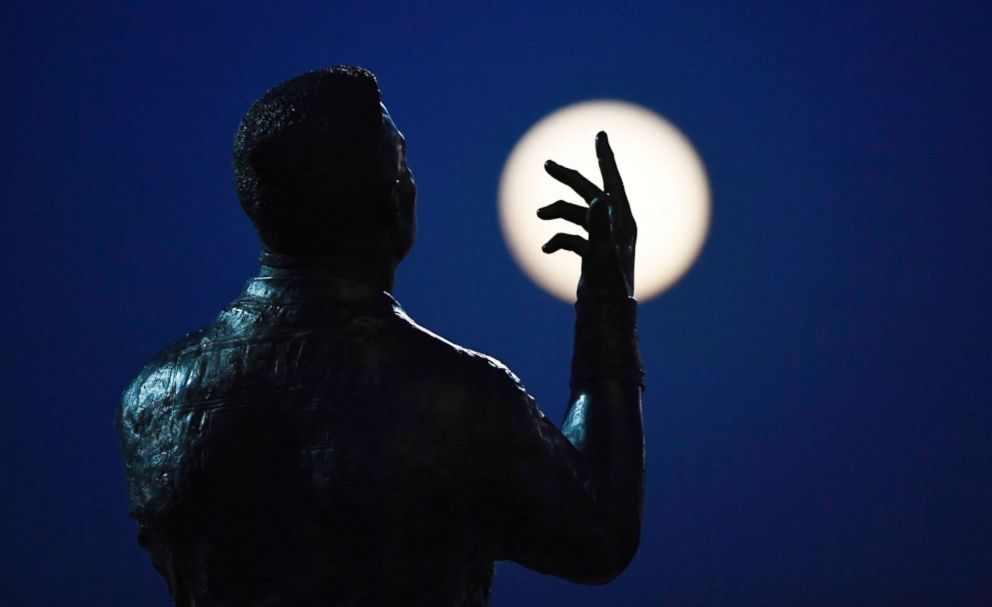 PHOTO: A super moon rises by a statue depicting Rugby Union players at Wembley Stadium in London, Jan. 31, 2018.