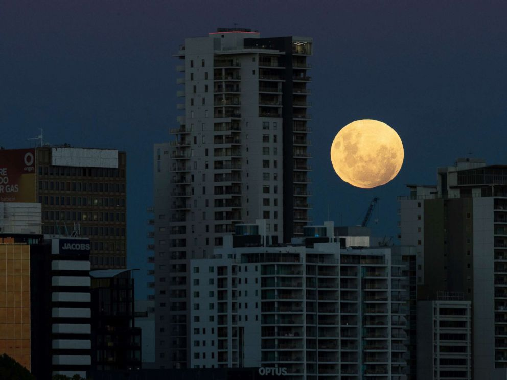PHOTO: A super blue blood moon rises over the city of Perth in Western Australia, Jan. 31, 2018.