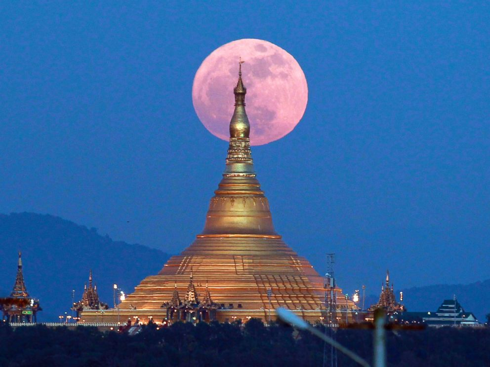 PHOTO: The moon rises behind the Uppatasanti Pagoda seen in Naypyitaw, Myanmar, Dec. 3, 2017.