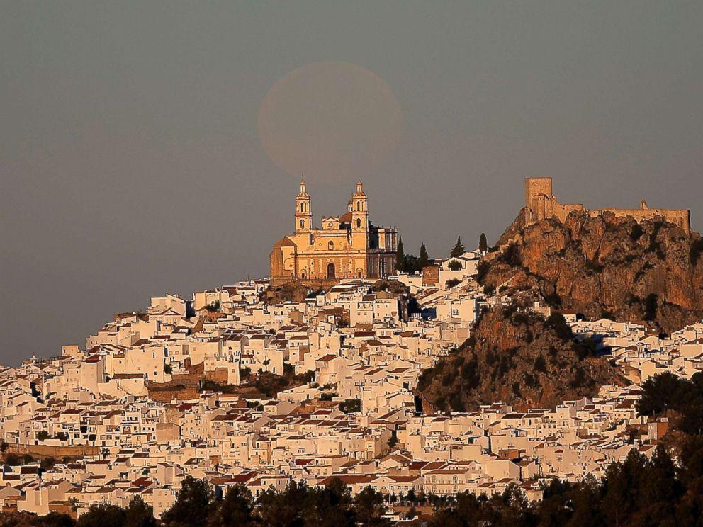 PHOTO: The supermoon sets over the church of Nuestra Senora de la Encarnacion at dawn in Olvera, near Cadiz, southern Spain Dec. 4, 2017.