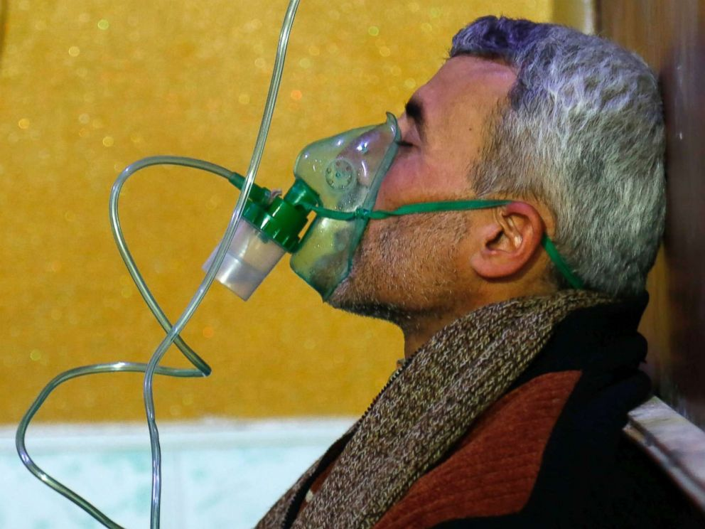 PHOTO: A Syrian man wears an oxygen mask at a makeshift hospital following a reported gas attack on the rebel-held besieged town of Douma in the eastern Ghouta region on the outskirts of the capital Damascus on Jan. 22, 2018.