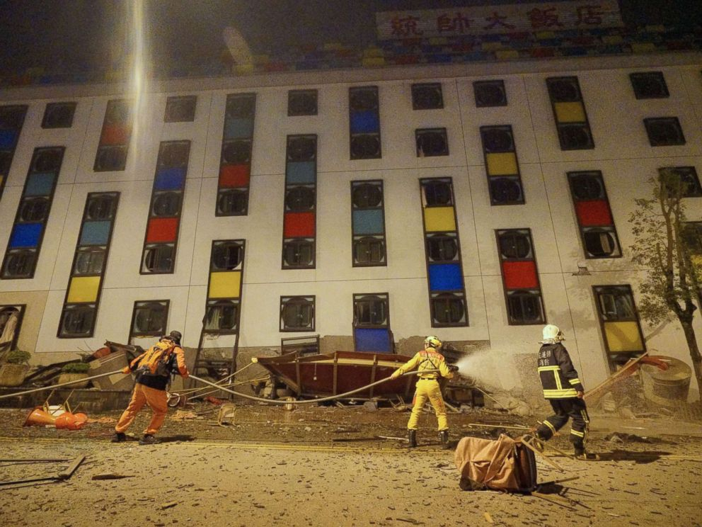 PHOTO: Rescure workers search the damaged Marshal Hotel in Hualien, eastern Taiwan, early Feb. 7, 2018, after a strong earthquake struck the island.