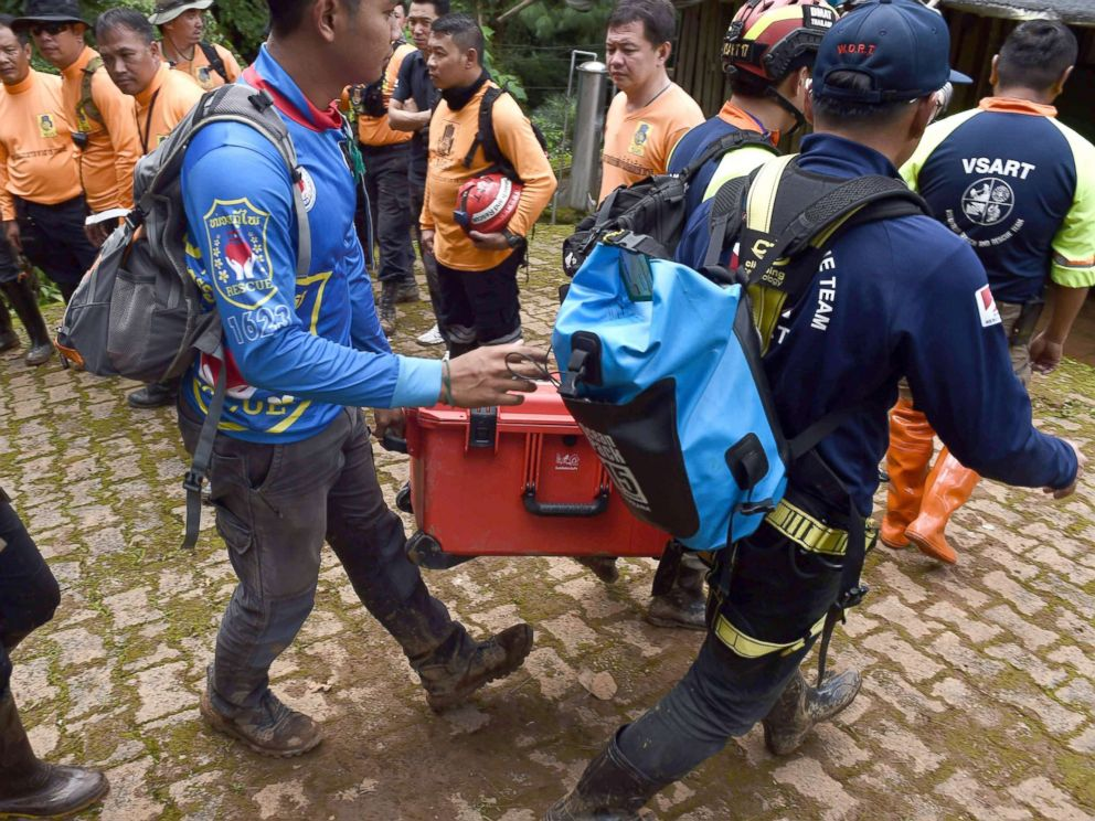 Rescuers begin operation to dive 13 trapped in Thai cave out