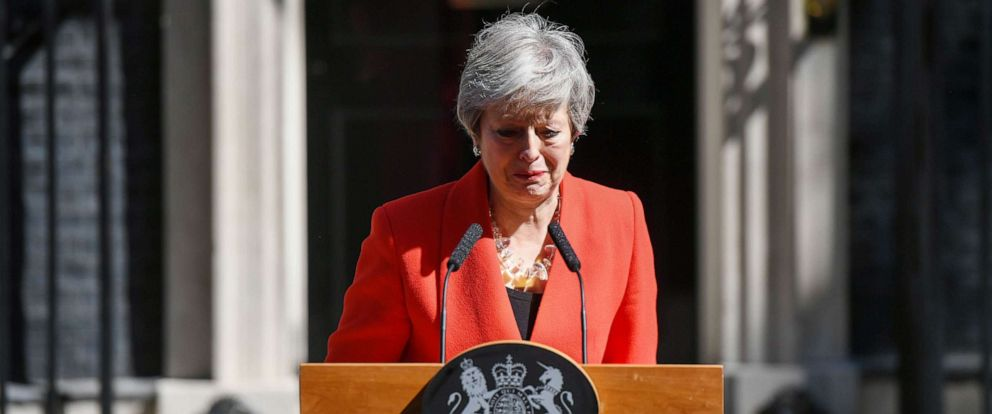 PHOTO:Theresa May, U.K. prime minister, reacts as she delivers a speech announcing her resignation outside number 10 Downing Street in London, U.K., May 24, 2019.