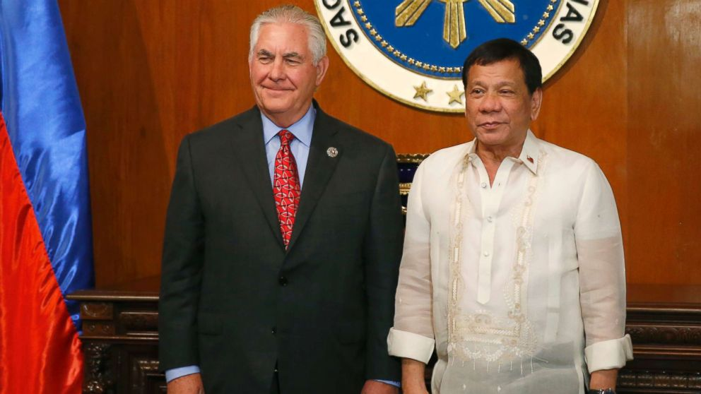 U.S. State Secretary Rex Tillerson, left, poses with Philippine President Rodrigo Duterte during the former's courtesy call at Malacanang Palace in Manila, Philippines, Aug. 7, 2017.