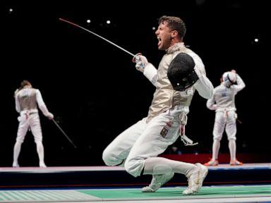 Momen-momen penting dari Pertandingan Olimpiade: Hari 3 thumbnail
