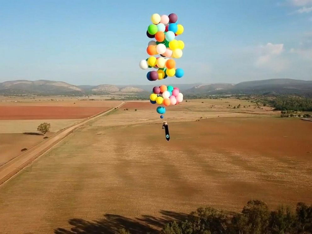 PHOTO: Tom Morgan, 38, flew for more than 15 miles at 8,000 feet in the air while strapped to a lawn chair and 100 giant helium balloons.