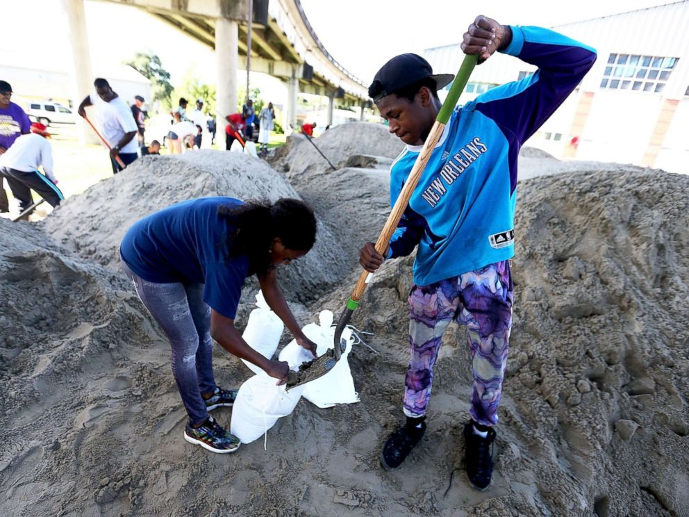 PHOTO: New Orleans residents fill sandbags in preparation for Tropical Storm Nate, Oct. 6, 2017, in New Orleans.