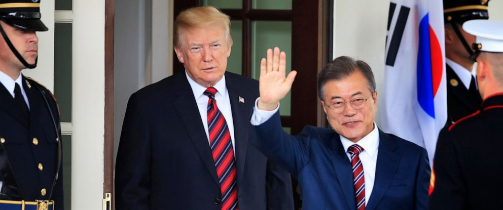 PHOTO: South Korean President Moon Jae-in waves as he is welcomed by President Donald Trump to the White House in Washington, May 22, 2018.