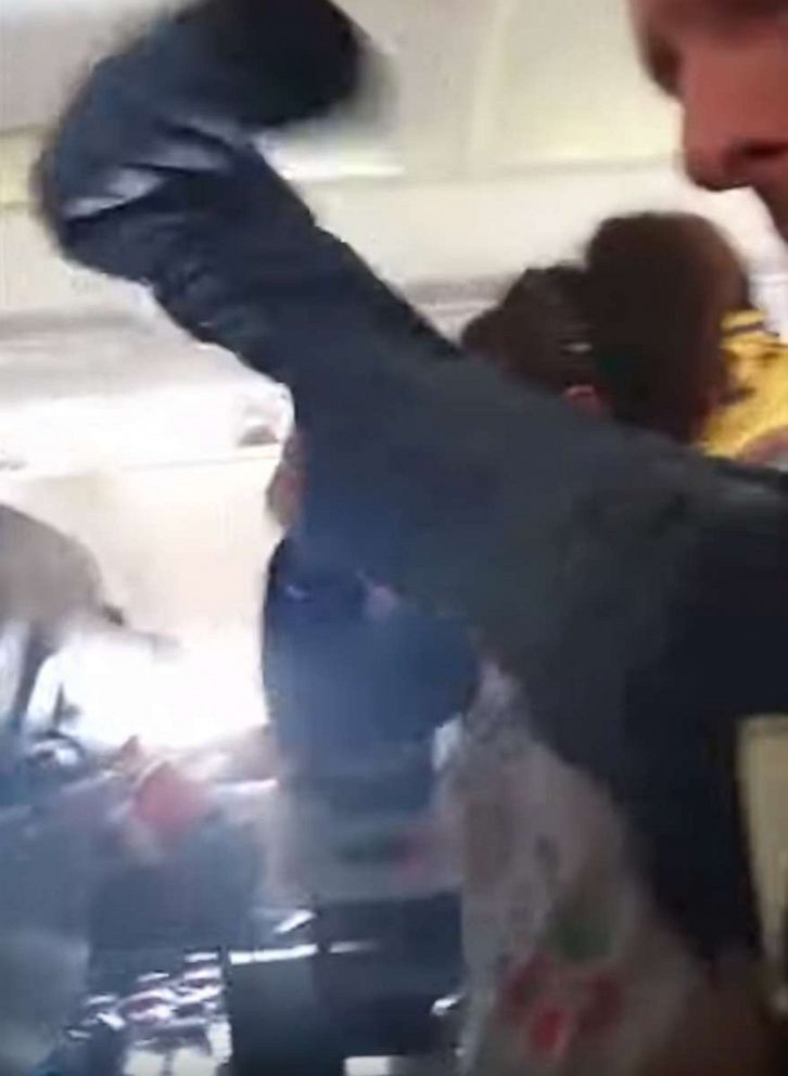 652358f051 Severe turbulence leaves 10 injured, throws flight attendant into ceiling