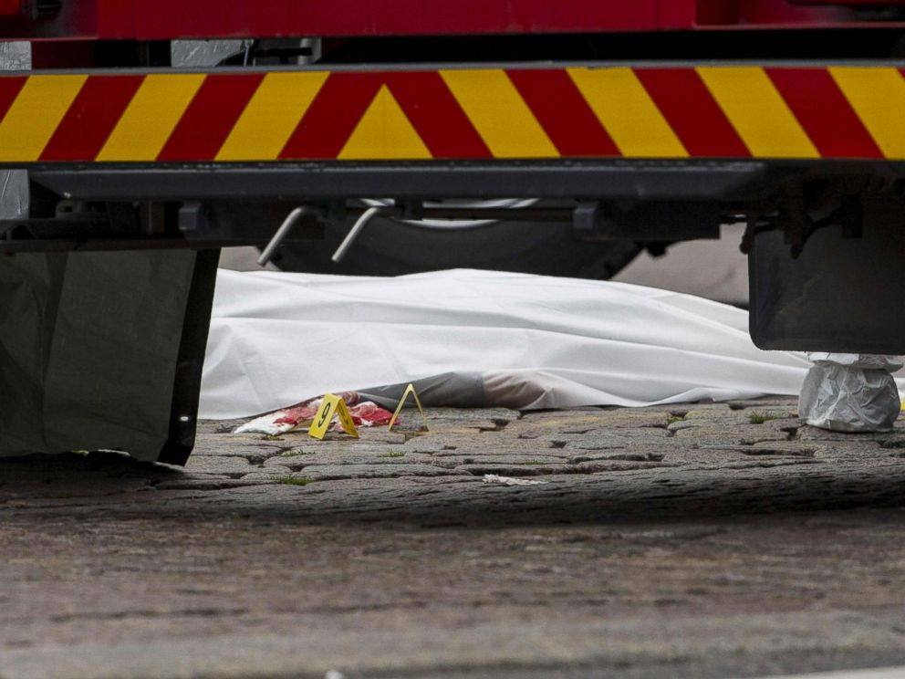 PHOTO: A stabbing victims body lies covered in a sheet at the Turku Market Square in the Finnish city of Turku where several people were stabbed on Aug. 18, 2017.