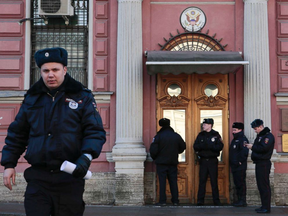 PHOTO: Policemen stand guard outside the building of the consulate-general of the U.S. in St. Petersburg, Russia, March 29, 2018.