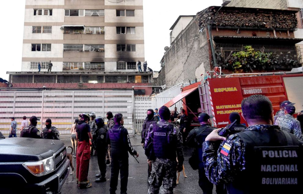 Security forces and members of the Bolivarian National Intelligence Service check a building after an explosion was heard near the place where Venezuelan President Nicolas Maduro was attending a ceremony, August 4, 2018.