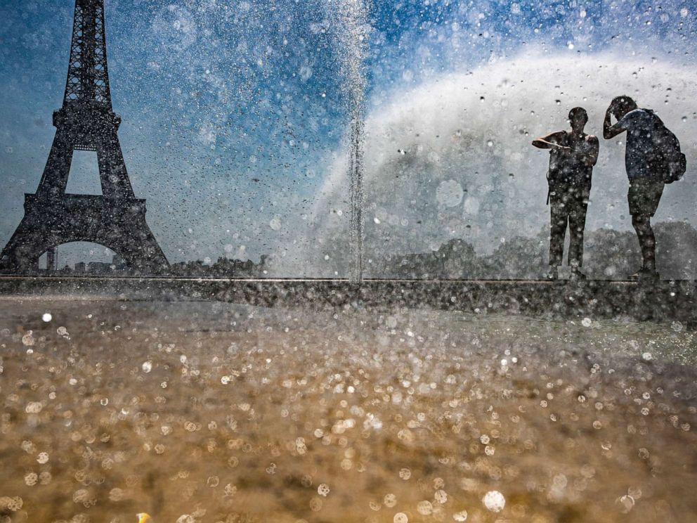 PHOTO: People cool down at the Gardens of the Trocadero in Paris, July 23, 2019.