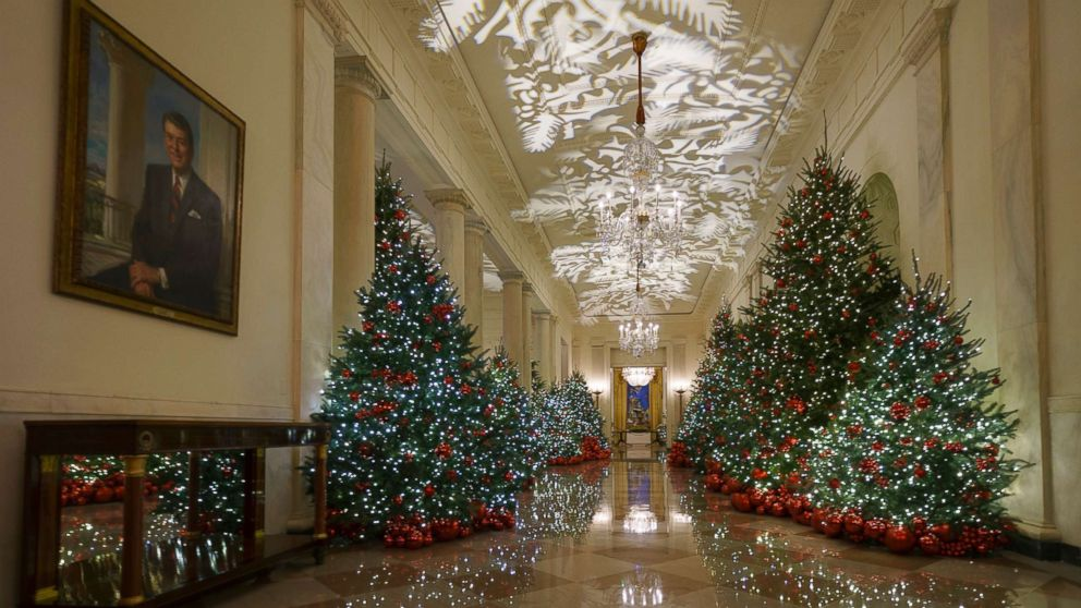 Whitehouse Christmas Decorations.First Lady Melania Trump Unveils 2018 White House Christmas
