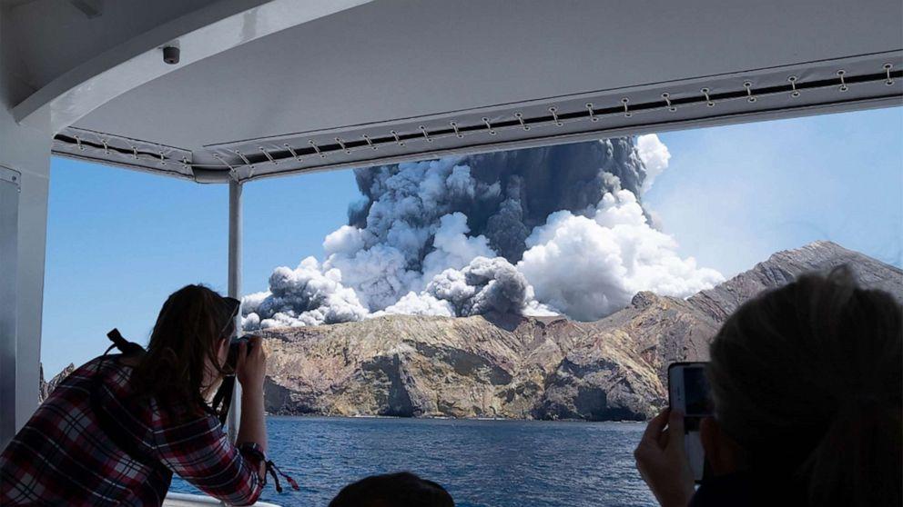 Η αστυνομία τέλος αναζήτηση για 2 ακόμα αγνοείται στην έκρηξη του ηφαιστείου