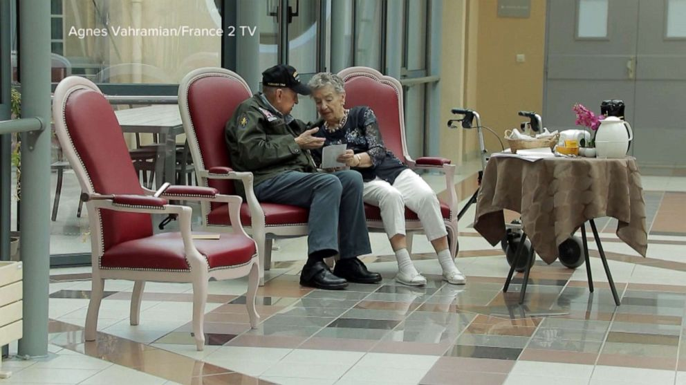 PHOTO: World War II veteran K.T. Robbins of Mississippi was able to reunite with his first love, French woman Jeannine Ganaye, 75 years after meeting thanks to France 2 TV.